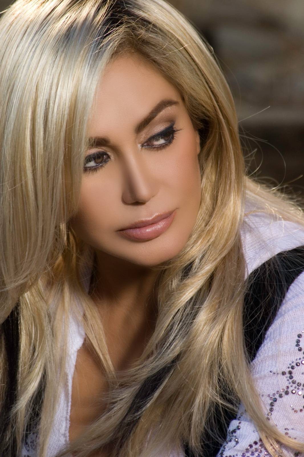 biography-shohreh-iranian-singer